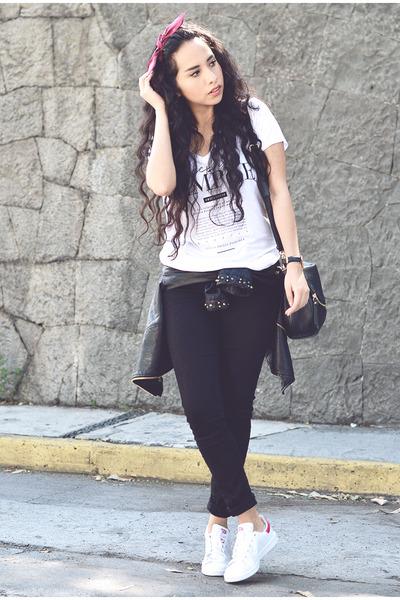 white boyfriend Lefties t-shirt - black skinny Levis jeans