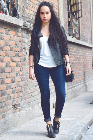 navy skinny jeans Zara jeans - black leather pull&bear boots