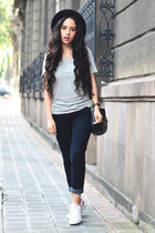 heather gray gray Lefties t-shirt - navy skinny Levis jeans