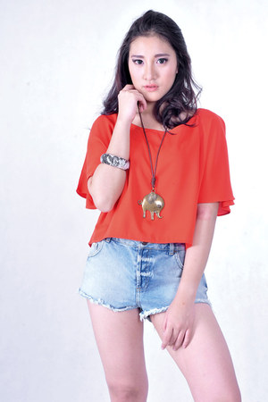 bold color top