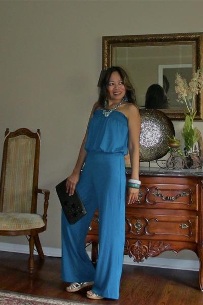 cobalt blue jumper - dark vrown purse - wooden banlges bracelet