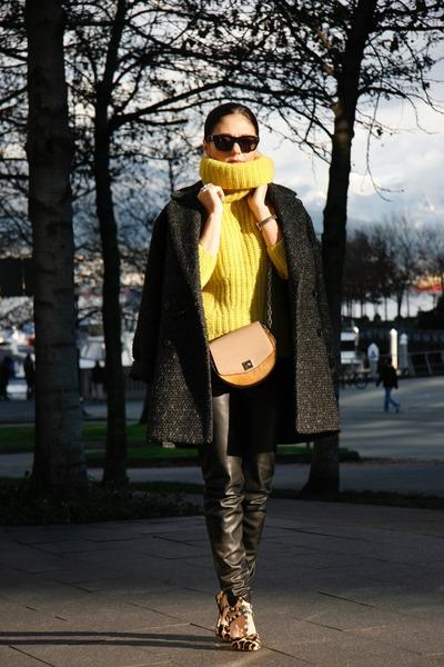 yellow banana republic sweater - oversized Mango coat - leather Mango leggings
