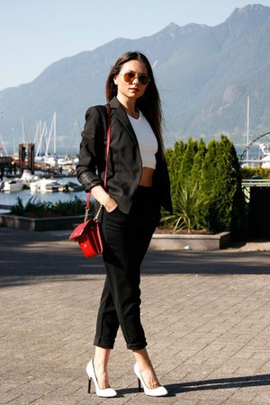 black Zara blazer - cross-body calvin klein bag - black Aritzia pants