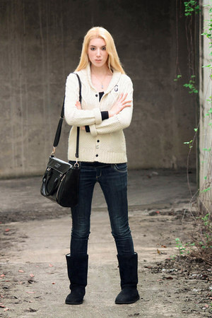 gold Deliah Dust necklace - black OASAP bag - white G-Star cardigan