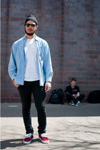 brick red Vans shoes - blue denim shirt Chicago Bulls shirt - black Ray Ban sung
