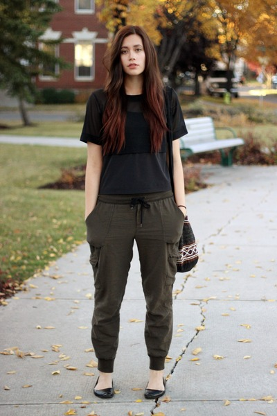 black Lululemon top - army green community pants