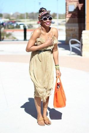 Celine bag - Tom Ford sunglasses - Gucci sandals