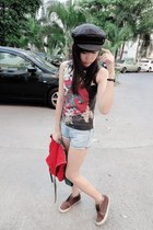 red bag - dark brown Vans shoes - jeans - black hat - vintage shirt
