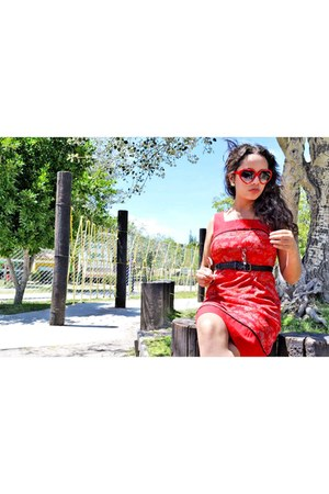 red chinese vintage amapola dress - heart shaped vintage glasses