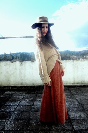 heather gray vintage hat - light yellow vintage sweater - brick red Zara skirt
