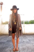 dark brown miroc hat - bronze Zara shoes - black Levis shorts
