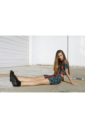 carrot orange tribal vintage shorts - black platforms Forever 21 wedges