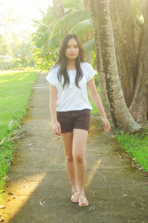 white Lacoste blouse - dark brown shorts - beige Zanea sandals