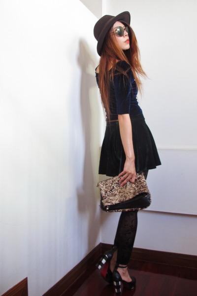 sequin clutch Stradivarius bag - round Karen Walker sunglasses