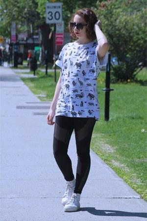 black Nasty Gal leggings - white printed F21 MEN t-shirt
