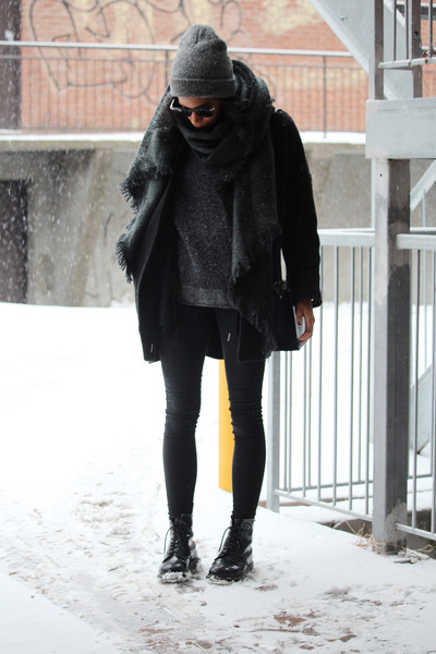 gray Urban Outfitters scarf