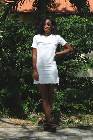 white denim Missguided dress