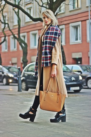 bronze leather Wittchen bag - black leather CCC boots - camel wool Zara coat
