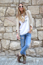 light blue Zara jeans - neutral I am sunglasses - beige Zara cardigan