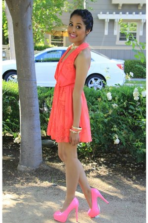 neon pink roped bracelet - bracelet - dress - pumps - gold collar necklace