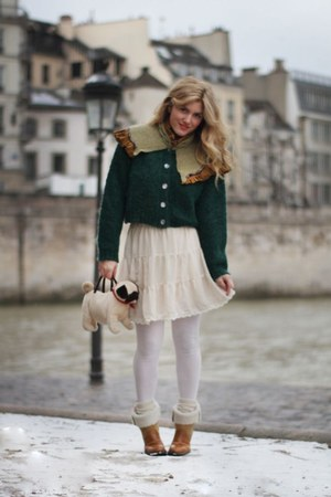 off white flowy Sweet skirt - brown cuffed low Garrice boots