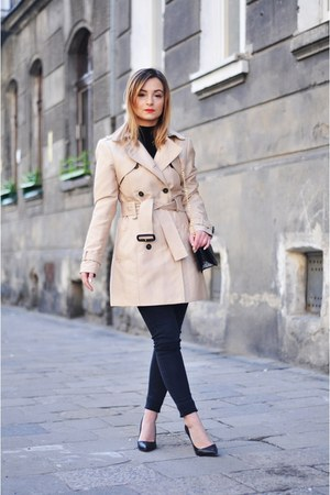 nude Zara coat - black Stradivarius bag
