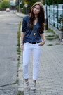 Blue-secondhand-blouse-off-white-zara-heels-white-pull-bear-pants