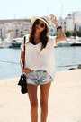 Hat-bag-shorts-sunglasses-sandals-t-shirt