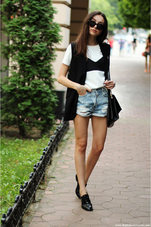 t-shirt - shoes - bag - shorts - vest