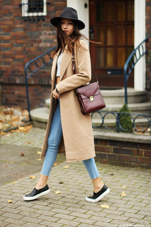 coat - shoes - jeans - hat - top