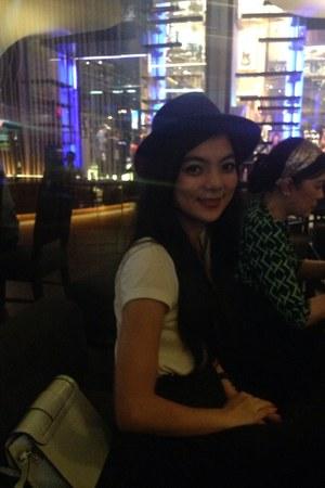 blue Accessorize hat - white shifon Uniqlo dress