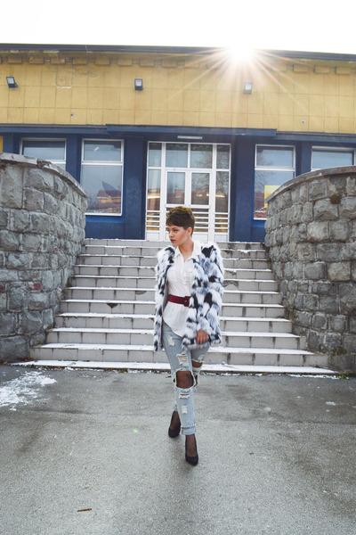 faux fur shein coat - boyfriend jeans shein jeans
