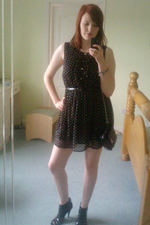 Dorthey Perkins purse - Dorthey Perkins shorts - Peacocks dress