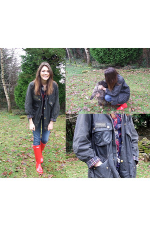 ruby red Hunter boots - olive green Barbour jacket