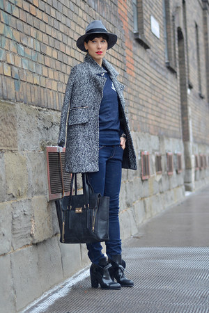 Sheinside coat - Zara boots - H&M jeans - H&M hat - H&M sweatshirt