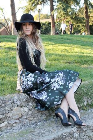 dark green Choies skirt - black Choies hat - black intimissimi bodysuit