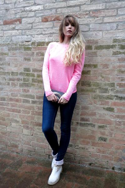 bubble gum open back Victorias Secret sweater - cream Pepenè boots