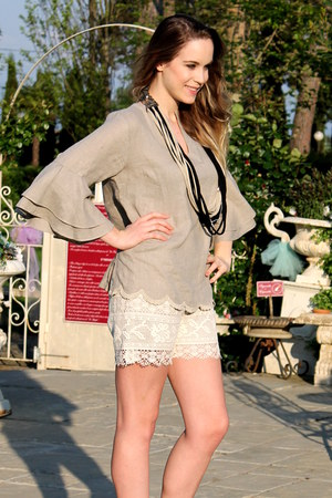 eggshell Positano Couture shorts - dark brown BCBG shoes
