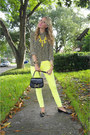 Yellow-guess-jeans-black-vintage-shirt-black-thrifted-vintage-bag