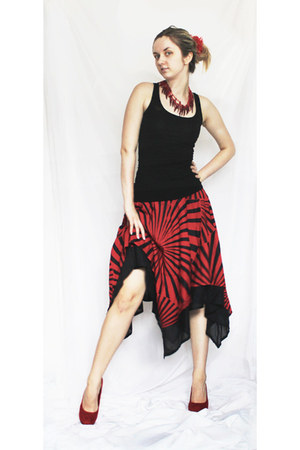 ruby red strips circles skirt - black blouse - ruby red heels