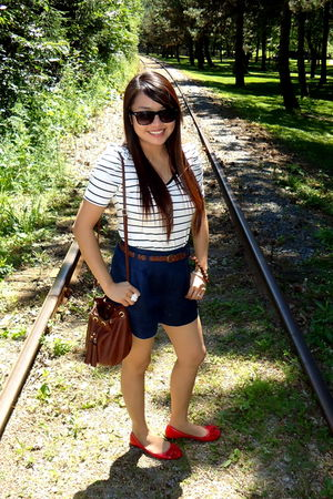 red shoes - blue Forever 21 shorts - Forever 21 top - brown H&M purse - Guess Fo