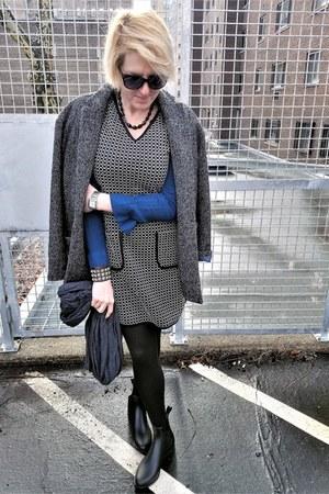 black chelsea sam edelman boots - black knit Max Studio dress