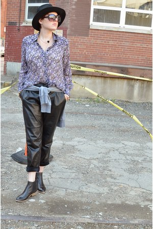 violet floral print BCBGeneration shirt - black Gap boots