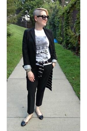 white graphic Forever 21 t-shirt - black Gap blazer - black Uniqlo pants