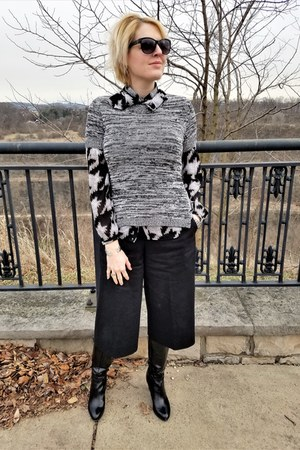 charcoal gray short sleeved BCBGeneration sweater