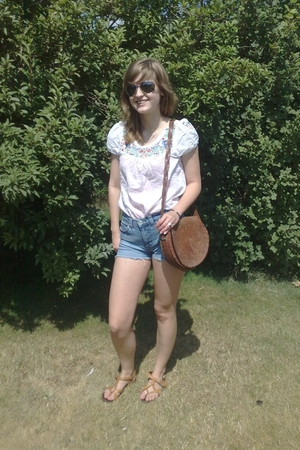 Vero ModaDIY shorts - H&M blouse - vagabond shoes - 2nd Hand accessories - Tiger
