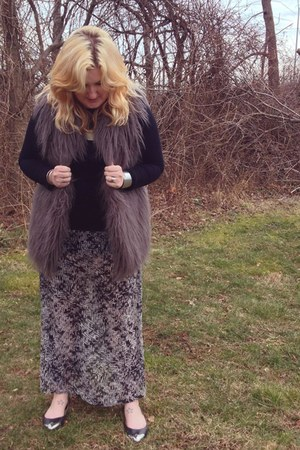 Hawke & Co Faux Fur Vest vest - Apt 9 shirt - Forever 21 skirt