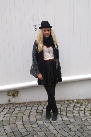 hat - skirt - belt - jacket - t-shirt - boots