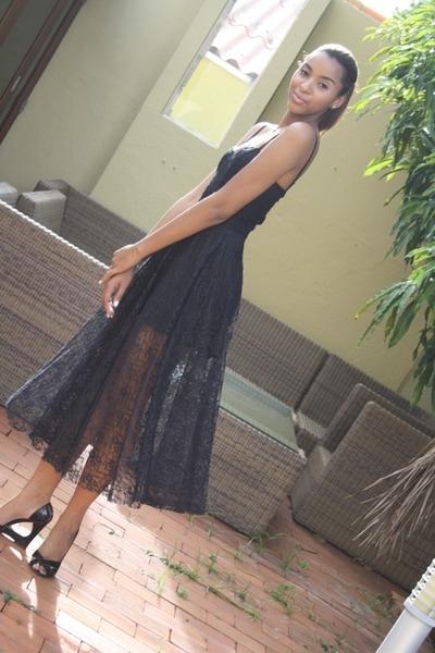 black lace vintage dress - black wedge Michael Kors shoes