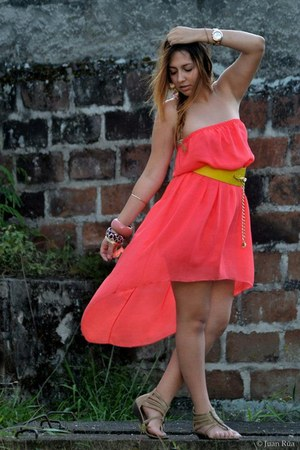 salmon dress - camel sandals - yellow belt